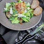 Salata cu bacon si parmezan