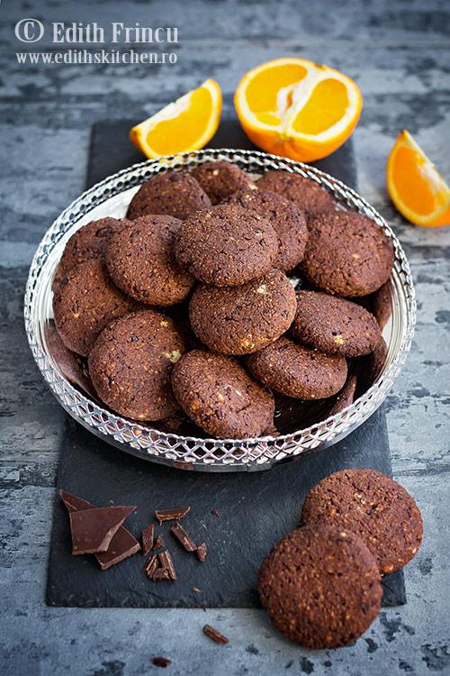 Biscuiti cu ciocolata si portocale