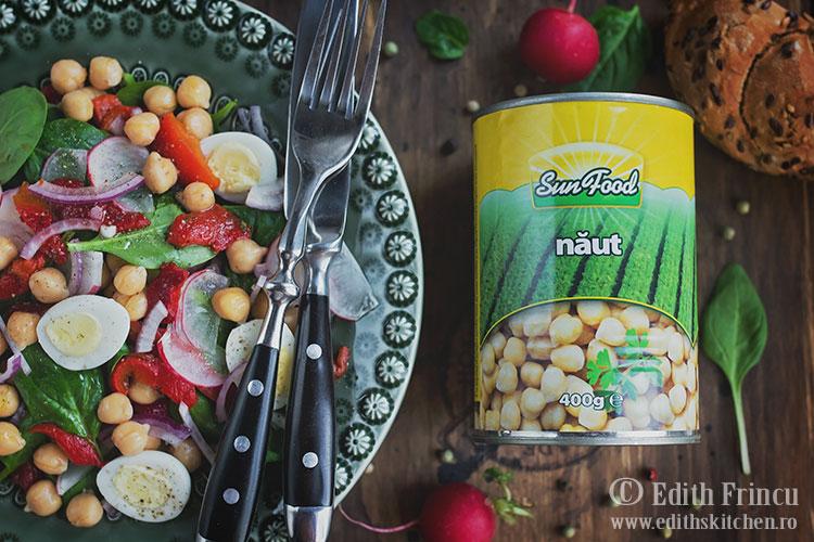 salata-cu-ardei-copt-si-naut-2