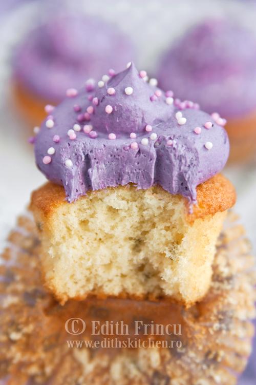 cupcakes cu levantica sectiune - CUPCAKES CU LEVANTICA