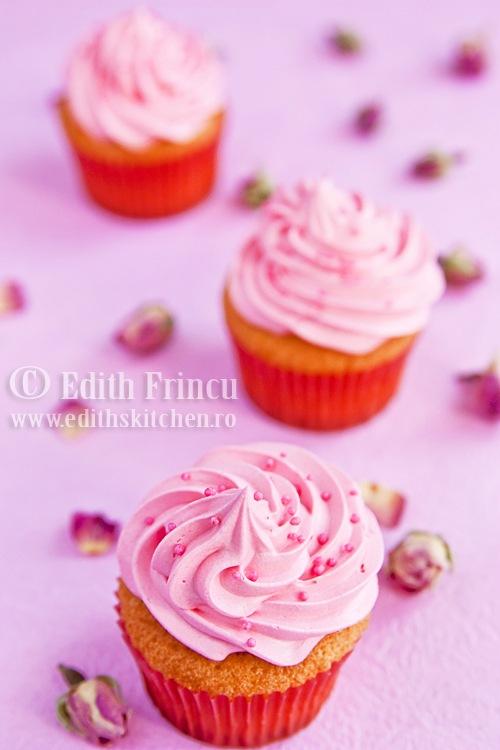 cupcakes252520cu252520trandafiri2525201 thumb25255B325255D - CUPCAKES CU TRANDAFIRI