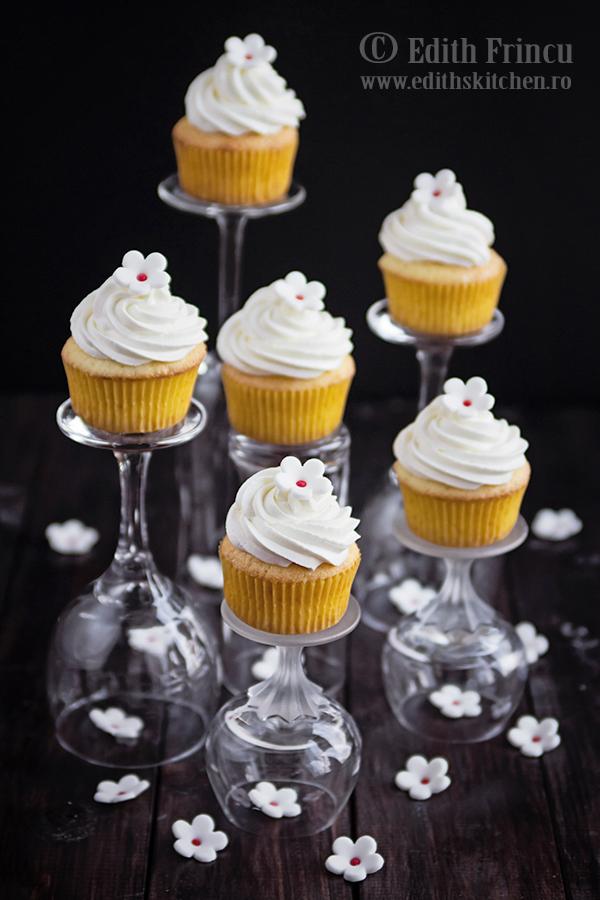 cupcakes - Cupcakes cu mascarpone si apa de portocal
