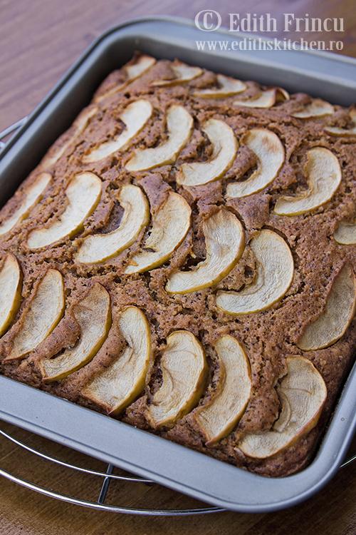 prajitura in tava 1 1 - Prajitura cu mere si nuci (de post)