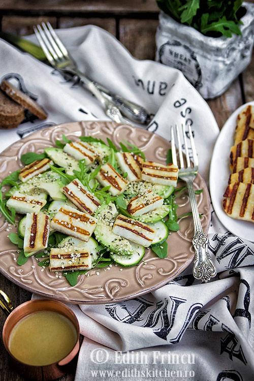 salata-cu-avocado-si-halloumi-2