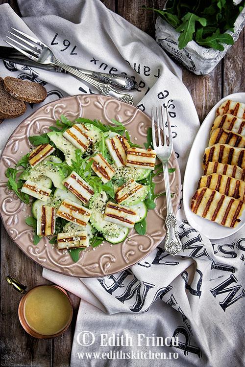 salata-cu-avocado-si-halloumi