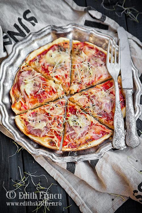 pizza la tigaie cu ardei si ceapa 1 - Pizza la tigaie cu ardei si ceapa