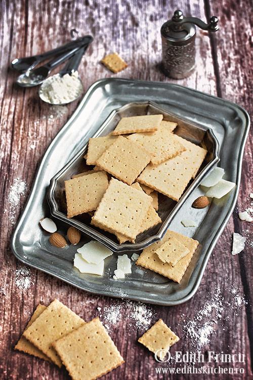 crackers cu parmezan 1 - Crackers cu parmezan