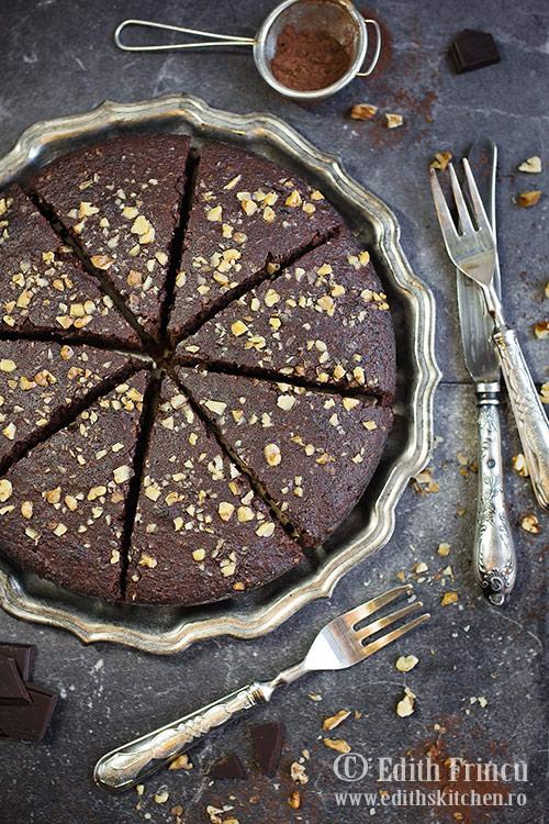 tort-cu-nuci-si-ciocolata-1
