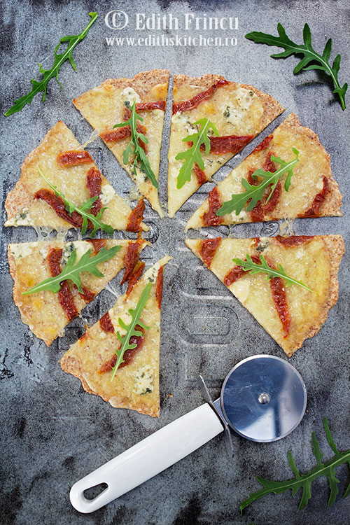 pizza cu rosii uscate si branza - Pizza cu rosii uscate si branza