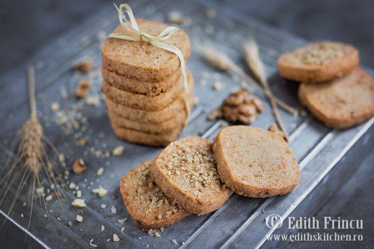 biscuiti sarati cu nuca si parmezan 1 - Biscuiti sarati cu nuca si parmezan