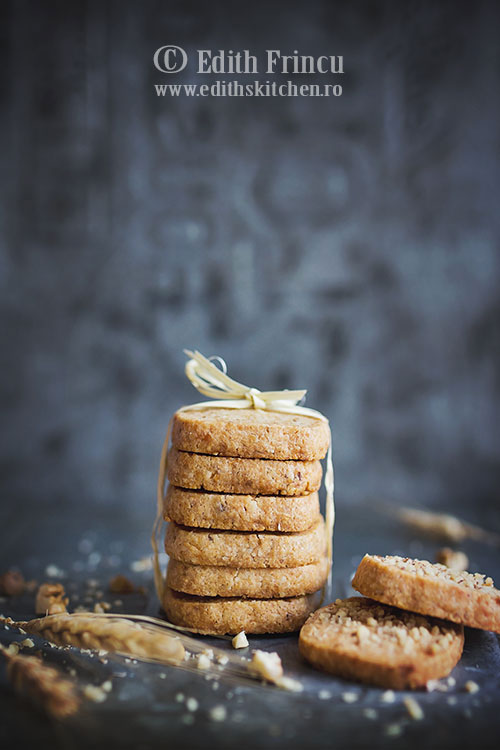 biscuiti sarati cu nuca si parmezan 2 - Biscuiti sarati cu nuca si parmezan