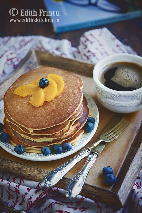 pancakes cu piersici - Pancakes cu piersici