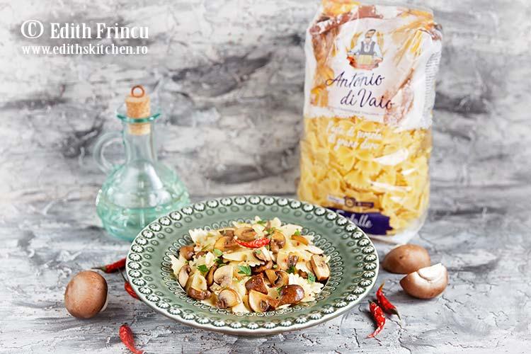 paste aglio olio cu ciuperci 1 - Paste aglio olio cu ciuperci