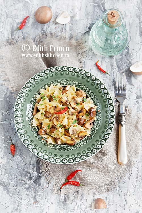 paste aglio olio cu ciuperci - Paste aglio olio cu ciuperci