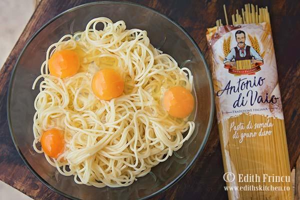 spaghete si oua frittata de spaghete - Frittata cu spaghete si bacon