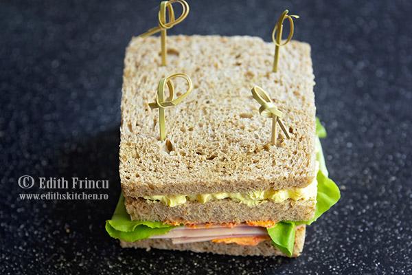 club sandwich netaiat 1 - Club sandwich cu porumb si sunca