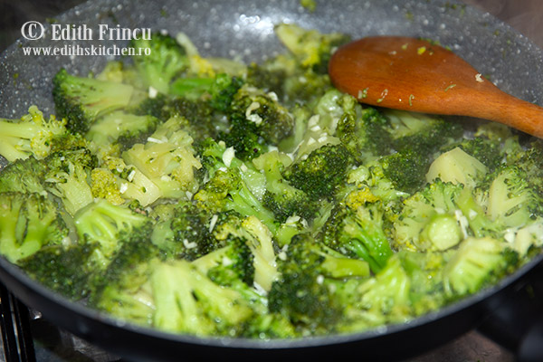 broccoli in tigaie - Broccoli cu sos Alfredo