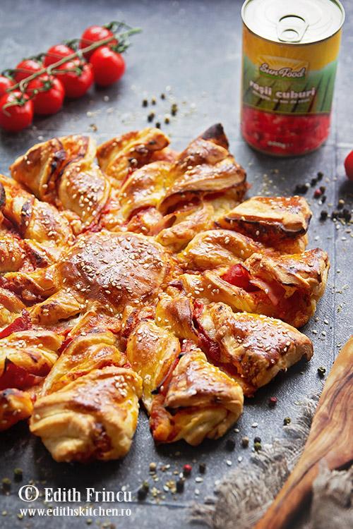 pizza floare cu sunca si foietaj 2 - Pizza floare cu sunca si foietaj