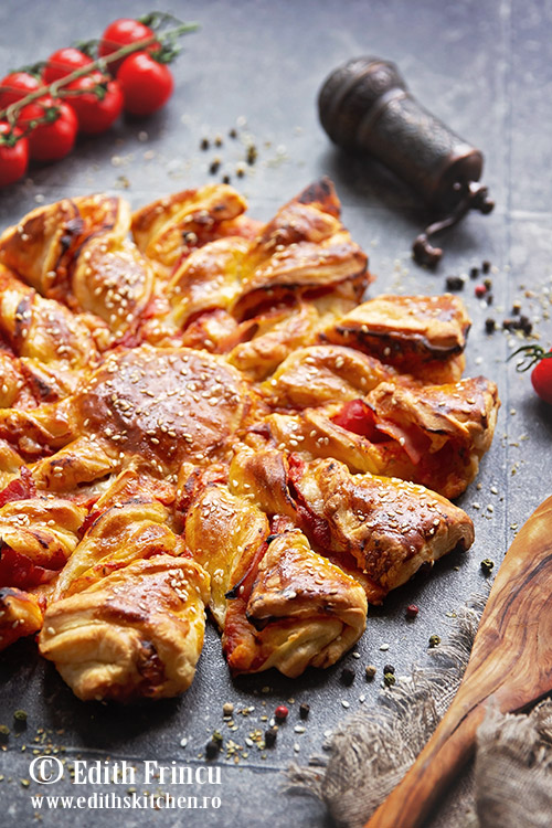 pizza floare cu sunca si foietaj - Pizza floare cu sunca si foietaj