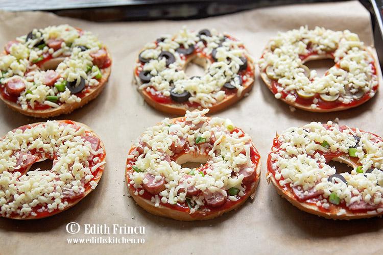 pizza bagels in tava - Pizza bagels