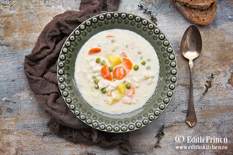 Supa de pui cu smantana si mazare 1 - Supa de pui cu smantana si mazare