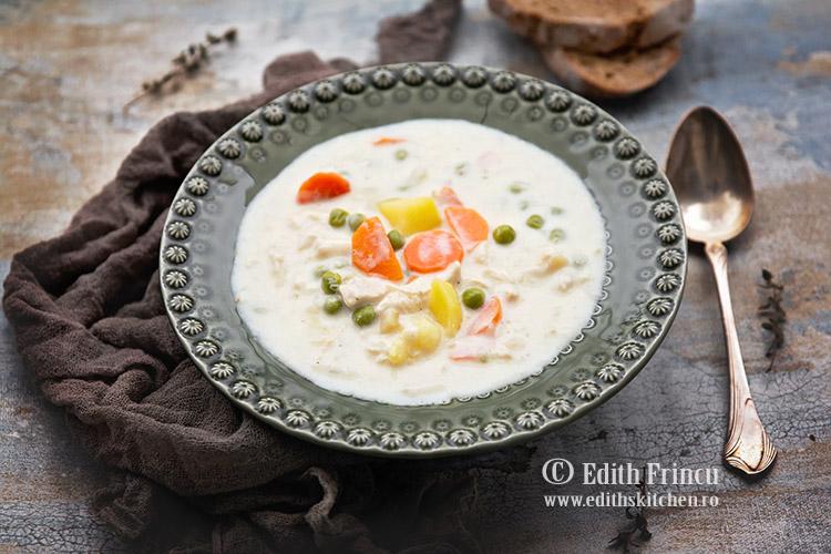 Supa de pui cu smantana si mazare 2 - Supa de pui cu smantana si mazare