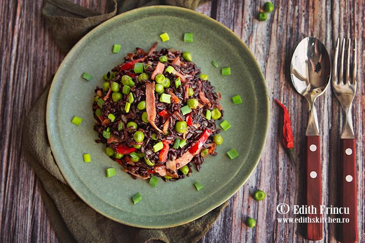 orez negru cu bacon si legume 1 - Orez negru cu legume si bacon