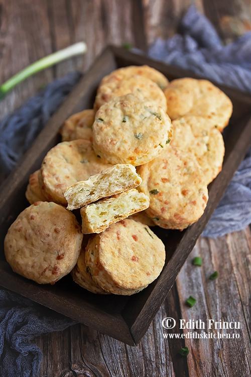 biscuiti cu ceapa si mozzarella - Biscuiti cu mozzarela si ceapa verde
