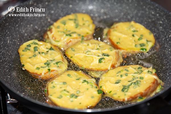 friganele sarate in tigaie - Friganele cu ceapa si mozzarella