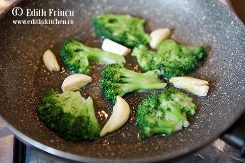 broccoli in tigaie - Broccoli prajit cu parmezan