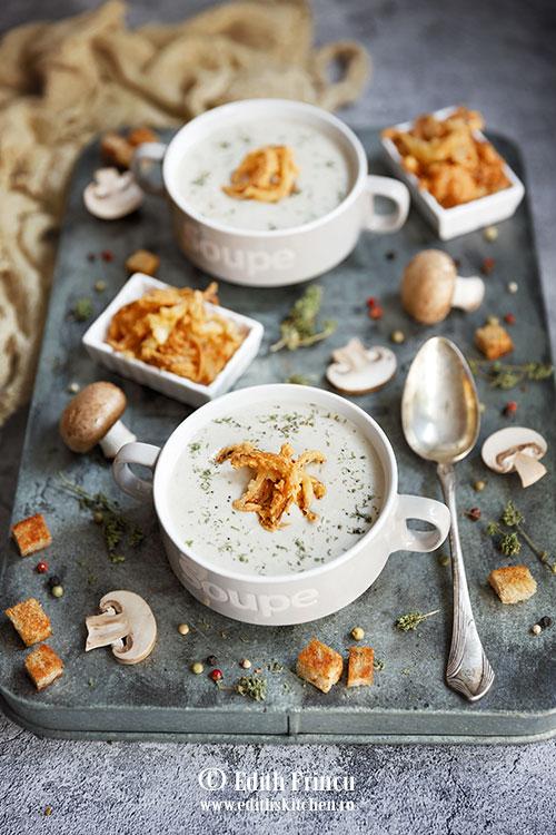 supa crema de ciuperci cu ceapa crocanta 2 - Supa crema de ciuperci cu ceapa crocanta