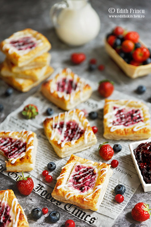 mini tarte cu branza si fructe de padure 1 - Mini tarte cu branza si fructe de padure