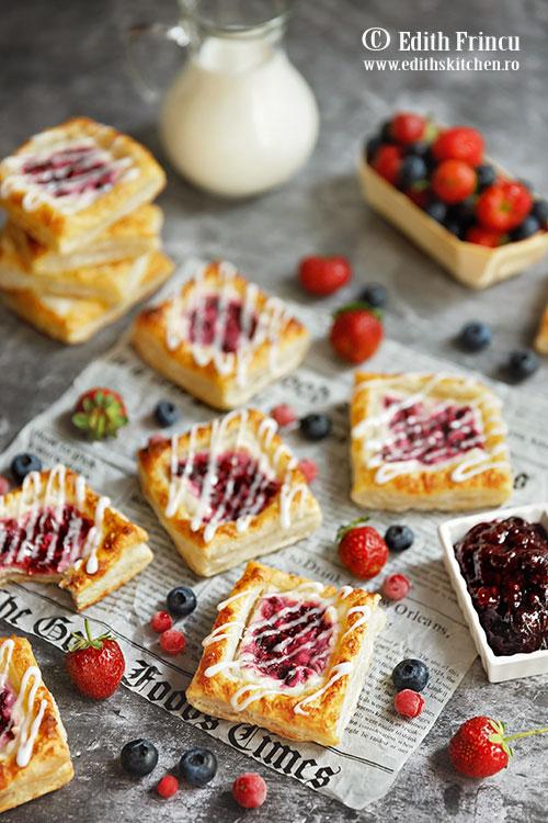 mini tarte cu branza si fructe de padure - Mini tarte cu branza si fructe de padure
